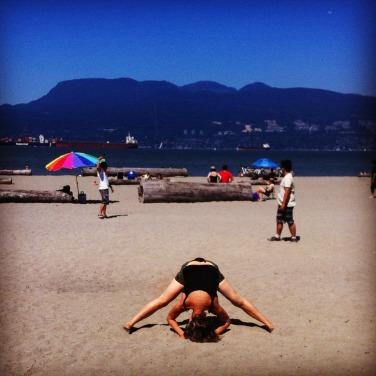 beach yogaa2